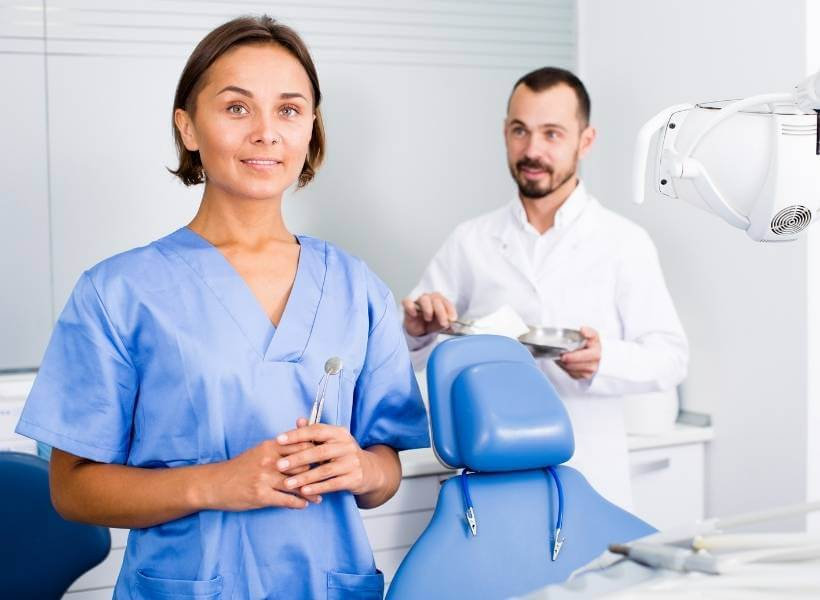 Курс Ассистент стоматолога - Курсы в Израиле, колледж UTime проводит курс Ассистента стоматолога с последующим трудоустройством
