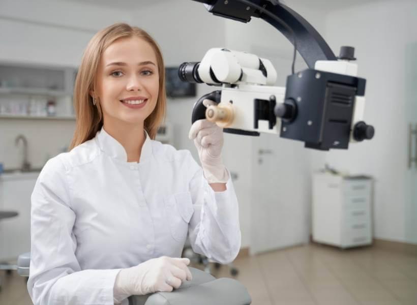 קורס מזכירה במרפאות שיניים, מכללת UTime - תפקידה של המזכירה מרפאות שיניים התהווה מתוך צורך מערכתי של ארגוני הבריאות בארץ באשת מקצוע שתהיה מסוגלת להעניק מענה לצוות הרפואי.
