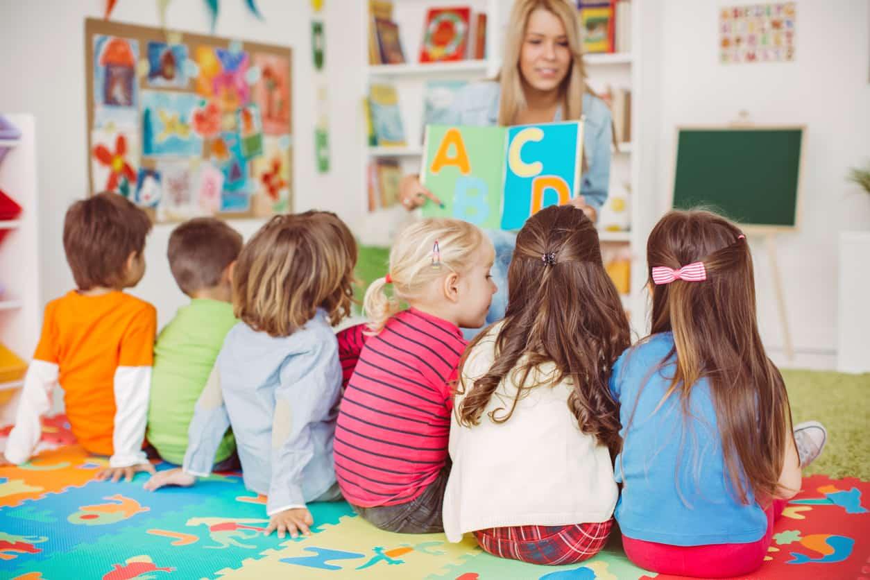 Курс Помощник воспитателя детского сада - Курсы в Израиле с трудоустройством, ульпан по изучению иврита. Колледж U-Time.